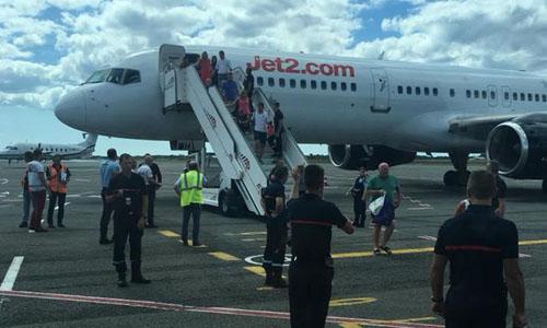 Máy bay của hãng Jet2 hạ cánh an toàn tại sân bay Bordeaux, Pháp sau sự cố kỹ thuật hôm 10/8. Ảnh: Facebook.