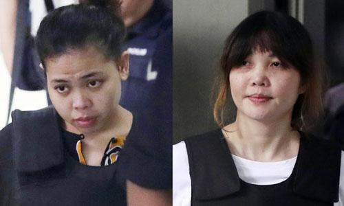 Đoàn Thị Hương (phải) vàSiti Aisyah, hai nghi phạm trong vụ sát hại người nghi là Kim Jong-nam ở Malaysia hồi tháng 2/2017. Ảnh: AP.