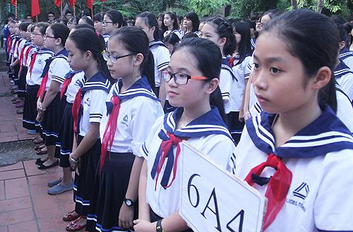 Học sinh trường Lương Thế Vinh (Hà Nội) dự lễ khai giảng năm học 2015-2016. Ảnh: H.T.