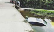 Mượn xe Audi của bạn đi câu cá, tài xế lao xuống ao