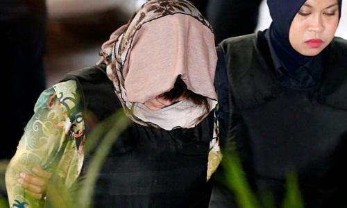 Đoàn Thị Hương được áp giải tới tòa thượng thẩm Shah Alam sáng nay. Ảnh: Reuters.