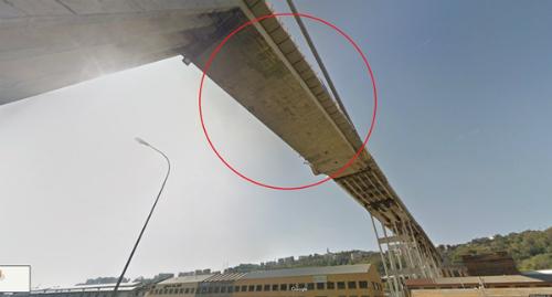 Cầu Morandi trong bức ảnh được chụp tháng 10/2017. Ảnh: Google Maps.