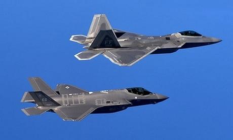 Tiêm kích F-22 và tiêm kích F-35 của không quân Mỹ. Ảnh: Aereo.jor.