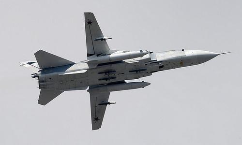 Cường kích Su-24 Nga hoạt động trên Biển Đen hồi dầu năm nay. Ảnh: TASS.