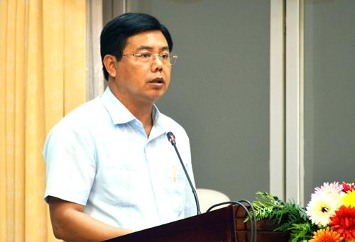 Chủ tịch UBND Cà Mau Nguyễn Tiến Hải thống nhất chủ trương cho các trường lựa chọn giáo viên đủ chuẩn để hợp đồng lại. Ảnh: Phúc Hưng.