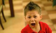 Vì sao cha mẹ Việt hay biện hộ 'cháu còn nhỏ' khi con hỗn láo