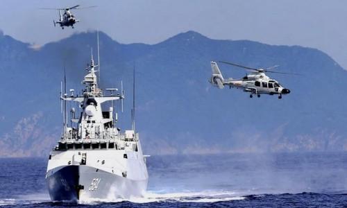 Tàu chiến Trung Quốc tham gia diễn tập trên biển Hoa Đông hồi tuần trước. Ảnh: Sina.