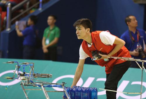 Việt Nam có hai đại diện tham dự đều đến từ Đại học Lạc Hồng. Ảnh: VTV.
