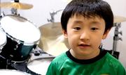 Thần đồng đánh trống 6 tuổi dùng doanh thu Youtube làm từ thiện