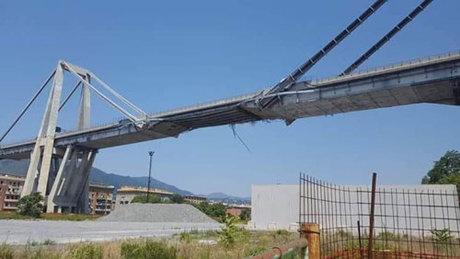 Cầu Morandi khi chưa bị sập. Mỗi nhịp cầu chỉ được neo giữ bằng hai bó cốt thép ở hai bên. Ảnh: Wikipedia.