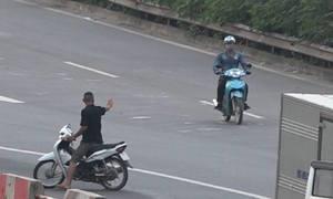 'Cò giải cứu' xe vi phạm trên cao tốc ở Hà Nội