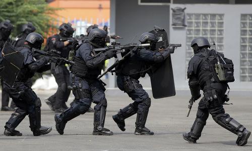 Cảnh sát đặc nhiệm Indonesia diễn tập trước ngày khai mạc Asiad 2018. Ảnh: AP.