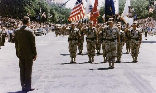 Đoàn duyệt binh của Mỹ tại thủ đô Washington năm 1991. Ảnh: AFP.