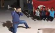 Người dân Thổ Nhĩ Kỳ đập nát iPhone để phản đối Mỹ