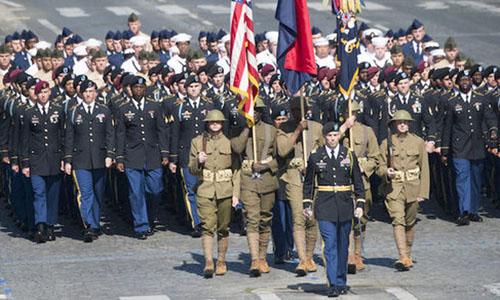 Lính Mỹ dẫn đầu đoàn duyệt binh mừng quốc khánh Pháp ngày 14/7/2017. Ảnh: AFP.