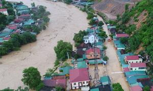 Nhiều bản làng ở Nghệ An ngập sâu hơn 3 mét