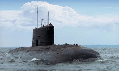 Tàu ngầm Kilo Nga trước chuyến tuần tra năm 2014. Ảnh: Bộ Quốc phòng Nga.