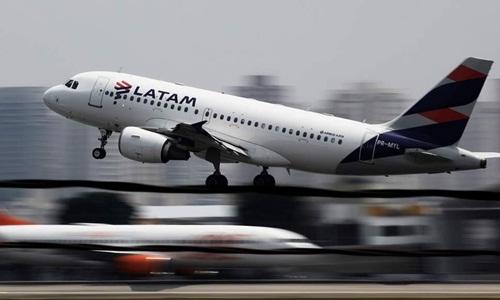 Một máy bay của hãng hàng không LATAM Arlines. Ảnh: Reuters.