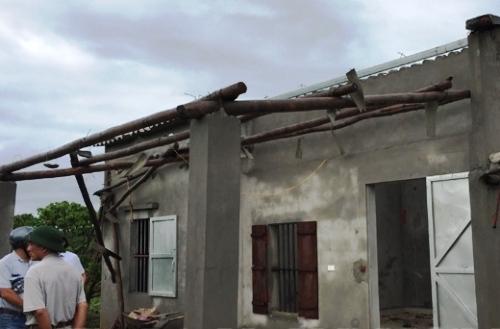 Một ngôi nhà bị tốc mái. Ảnh: Báo Hải Dương