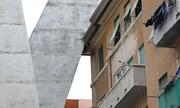 Trụ cầu cao tốc bị sập ở Italy tựa vào chung cư cũ suốt nhiều năm
