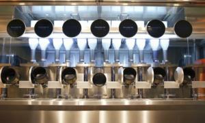 Robot nấu ăn trong nhà hàng