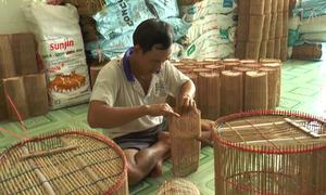 Làng nghề đan lợp tép tấp nập mùa nước lũ