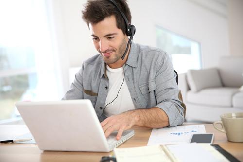 Trong thời đại công nghệ số, hình thức học tiếng Anh online dần chiếm ưu thế.