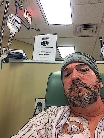 Thầy Goodman chụp ảnh đang điều trị và kêu gọi giúp đỡ. Ảnh: Facebook