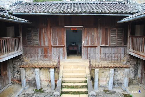 Khu phòng làm việc và tiếp khách trong dinh thự họ Vương. Ảnh: Hachi8