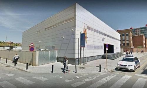 Vụ tấn công xảy ra tại đồn cảnh sát Mossos dEsquadra ở thành phố Cornella. Ảnh: Google.