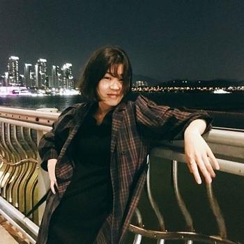 Jan Yun-hwa tại bến sông Hán ở Seoul. Ảnh: BBC.