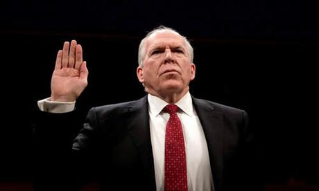 Cựu giám đốc CIA John Brennan tuyên thệ khi làm nhân chứng trước Ủy ban Tình báo Hạ viện vào tháng 5/2017. Ảnh: Reuters.