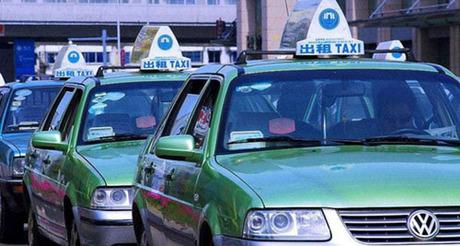Những chiếc xe taxi trên đường phố Trung Quốc. Ảnh: Shanghaiist.