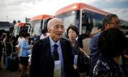 Người Hàn Quốc tới Triều Tiên đoàn tụ gia đình sau 65 năm ly tán