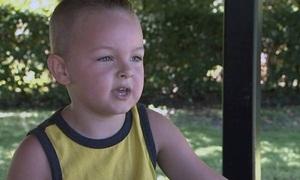 Bà mẹ Mỹ tức giận khi trường để con trai 5 tuổi tự về nhà