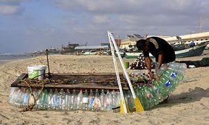 Ngư dân chế tạo thuyền đánh cá từ 700 vỏ chai nhựa