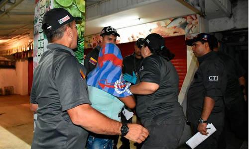 Cảnh sát giải cứu các cô gái khỏi đường dây buôn bán người hôm 20/8. Ảnh: El Heraldo.