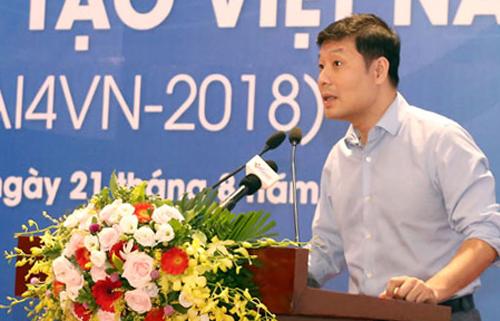 GS Vũ Hà Văn chia sẻ thông tin sáng 21/8 tại Hà Nội. Ảnh: Anh Tuấn.