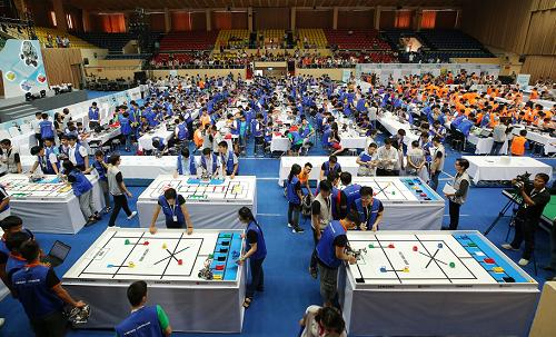283 đội tranh tài qua nhiều phần thi trong vòng chung kết.