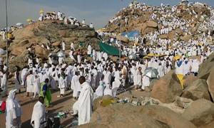 Hàng triệu người Hồi giáo leo núi hành hương ở Arab Saudi
