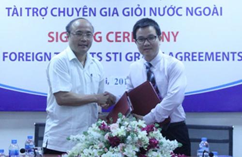 Lễ ký thỏa thuận giữa Ban quản lý dự án và các viện, trường. Ảnh: HN.