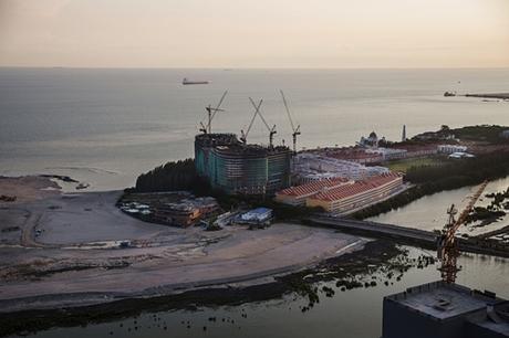 Dự án cải tạo cảng và xây khu công nghiệp Melaka Gateway ở Malaysia. Ảnh: NYTimes.