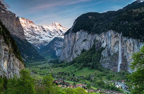Lauterbrunnen - một thung lũng nằm ở Interlaken-Oberhasli, Thụy Sĩ.