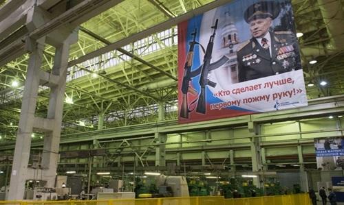 Bên trong một nhà máy của tập đoàn Kalashnikov. Ảnh: Sputnik.