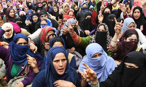 Người Ấn Độ biểu tình đòi công lý cho một bé gái 8 tuổi bị cưỡng hiếp và sát hại ở bang Jammu-Kashmir hồi tháng 6. Ảnh: CNN.