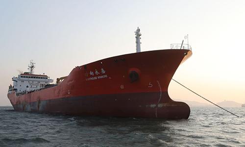 Một tàu nghi chuyển dầu cho tàu Triều Tiên bị Hàn Quốc bắt hồi tháng 11/2017. Ảnh :AP.
