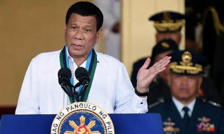 Tổng thống Philippines Rodrigo Duterte phát biểu hôm 18/4 tại thành phố Quezon trong buổi lễ của lực lượng vũ trang nước này. Ảnh: Reuters.