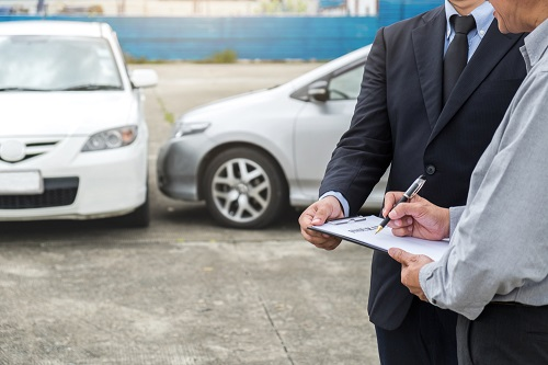 Bảo hiểm ôtô là giải pháp bảo vệ hữu hiệu nhằm giảm thiểu thiệt hại rủi ro khi xảy ra tai nạn, sự cố. Ảnh: Shutterstock.
