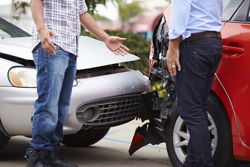 Chuyên gia khuyến nghị không nên vội thỏa thuận với bên thứ ba khi xảy ra tai nạn, cần bình tĩnh xử lý và đợi quyết định của cơ quan chức năng. Ảnh: Shutterstock.