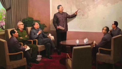 Bức tranh ông Tập Trọng Huân (đứng) thuyết trình kế hoạch phát triển Thâm Quyếnvới các lãnh đạo cùng thời. Ảnh: SCMP.